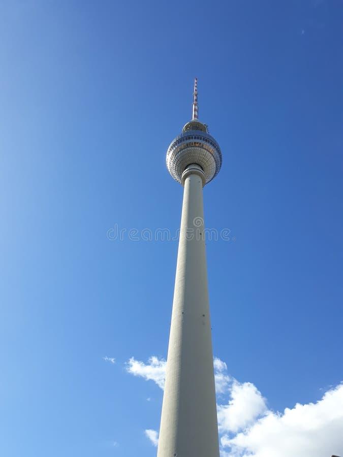 Signaal het uitzenden Toren in Alexanderplatz wordt gevestigd die stock foto's