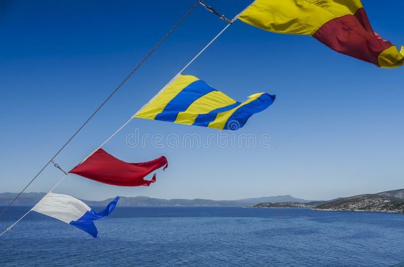 Download Signaalvlaggen stock afbeelding. Afbeelding bestaande uit hemel - 54085721