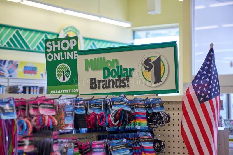 Signage магазина дерева доллара онлайн стоковые фотографии rf
