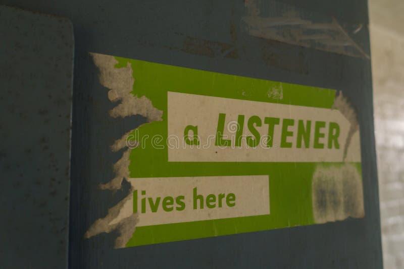 Signage auf einer Zelltür in HMP Shrewsbury, ein verlassenes Gefängnis lizenzfreie stockfotografie