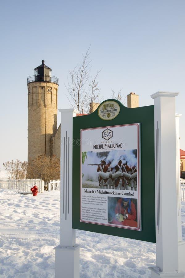 Signage bij Oude Mackinac-Puntvuurtoren, Mackinac-Stad, Michiga stock afbeelding
