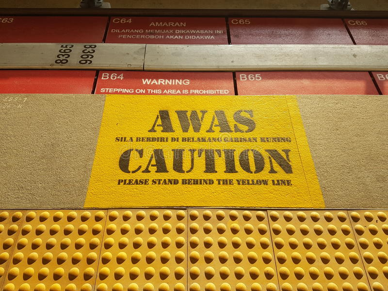Signage bij Station stock afbeelding