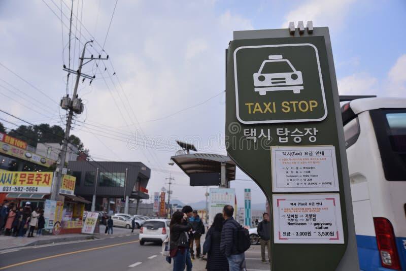 Signage coréen de support de taxi de ville photographie stock