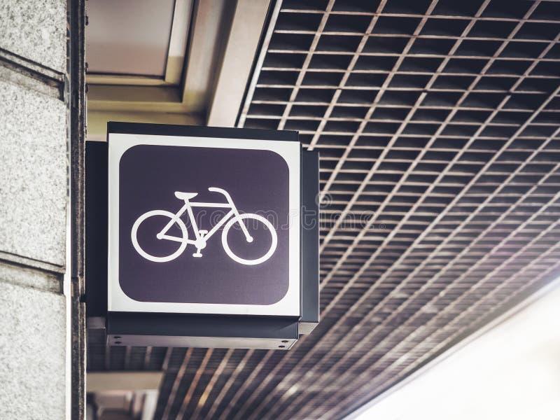 Signage de recyclage d'avant de magasin de boutique de signe de bicyclette photo libre de droits