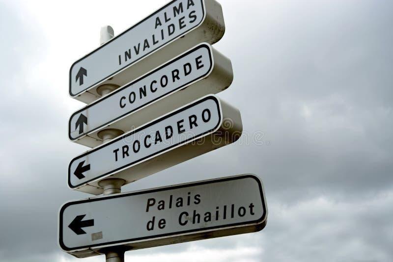 Signage de route de Paris photos libres de droits