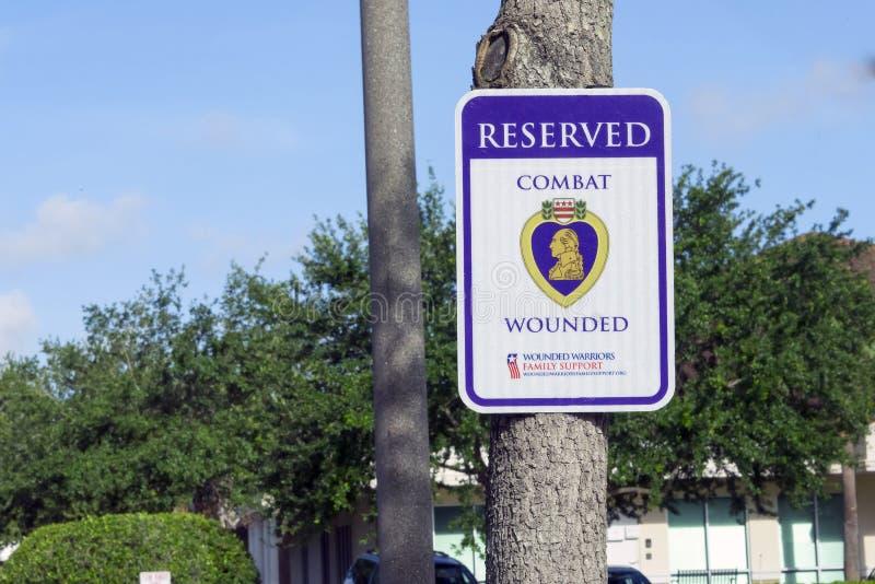 Signage de stationnement de vétéran de combat pour le stationnement de vétéran photographie stock