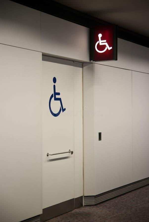 Signage deficiente do toalete fotos de stock royalty free