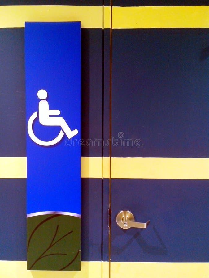 Signage deficiente do toalete fotografia de stock royalty free