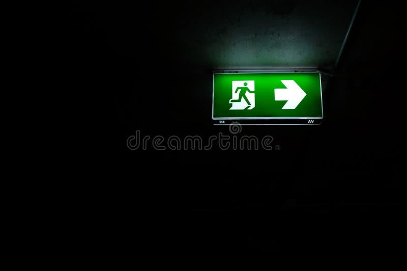 Signage för nödläge för stege för brandflykt arkivfoton