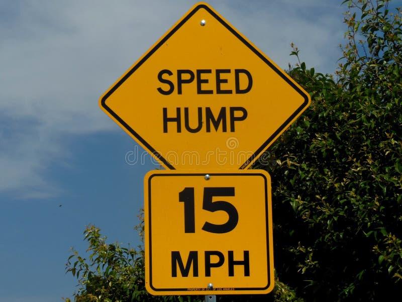 Signage para a corcunda da velocidade 15 MPH ilustração do vetor