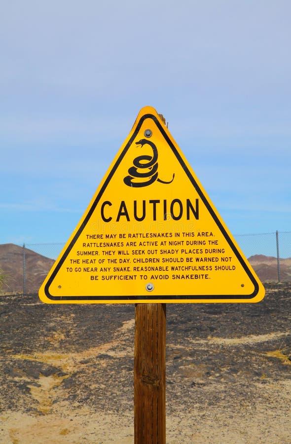 Signal d'avertissement de serpents photographie stock libre de droits