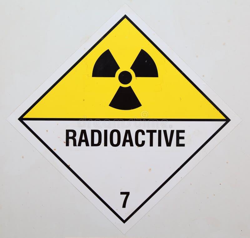 Signal d'avertissement radioactif images stock