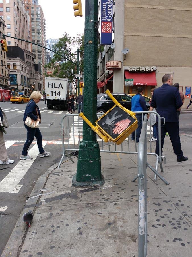 Signal för fot- trafik, NYC, NY, USA arkivfoton