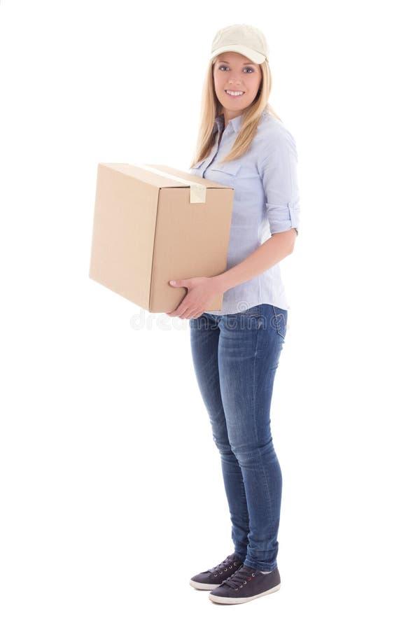 Signalez la femme de la livraison jugeant la boîte de carboard d'isolement sur le blanc photo libre de droits