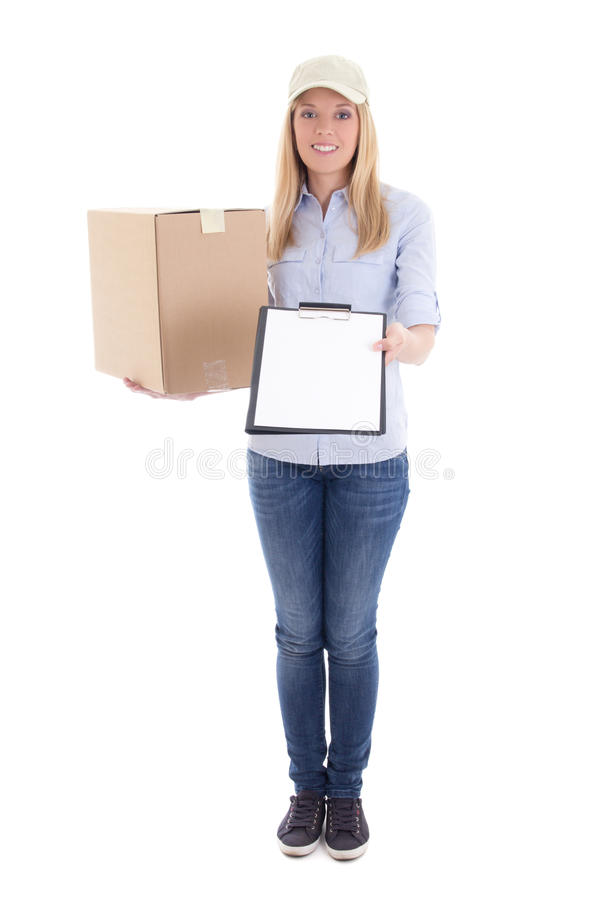 Signalez la femme de service de distribution avec la boîte en carton et masquez le clipboa photographie stock