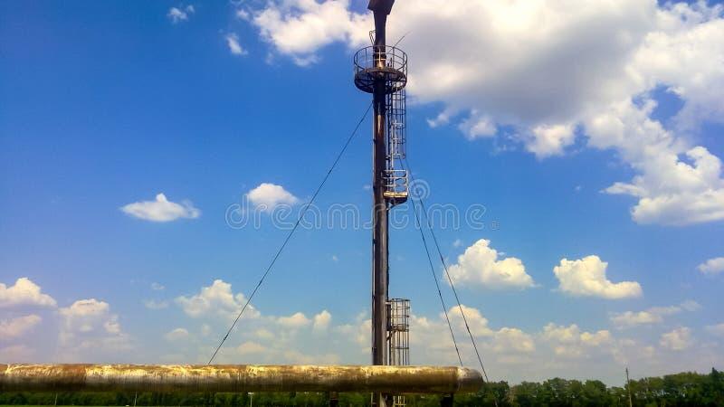 Signalljus för att blossa förbunden gas Slutpunkten av systemet för trycklättnad på oljan arkivbilder