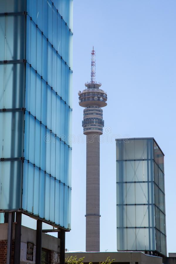 Signalturm in Johannesburg lizenzfreie stockbilder
