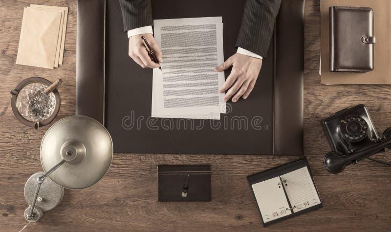 Signature d'un accord photos libres de droits