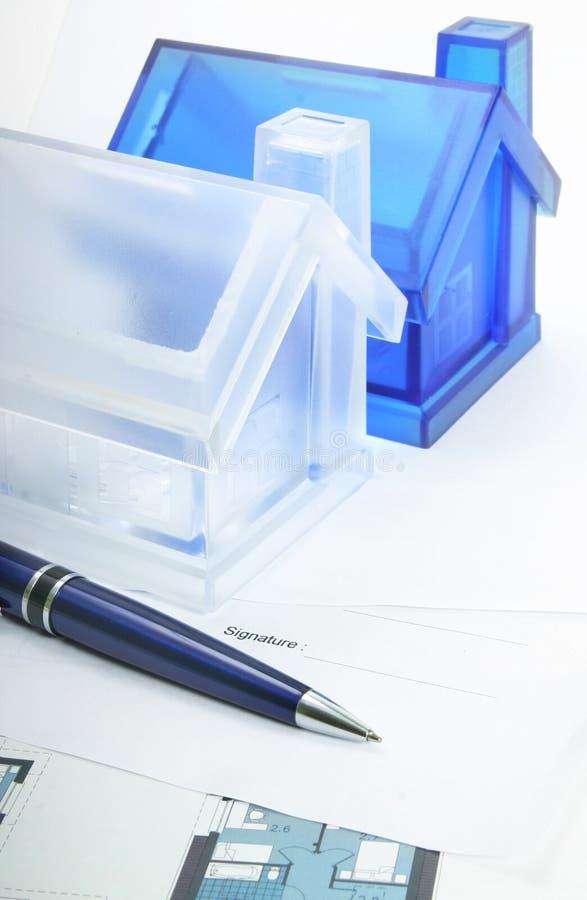 Signature d'un contrat. photographie stock