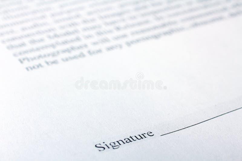 Signature d'un contrat images libres de droits