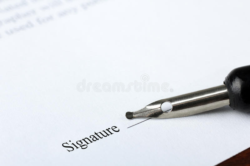 Signature d'un contrat photos libres de droits