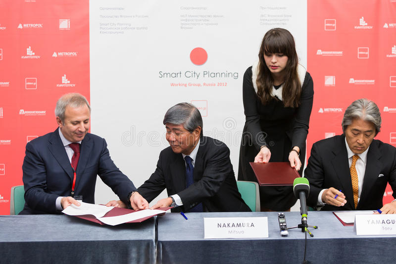 Signature de l'accord de l'intention SCP avec plusieurs sociétés d'investissement immobilier russes privées photographie stock