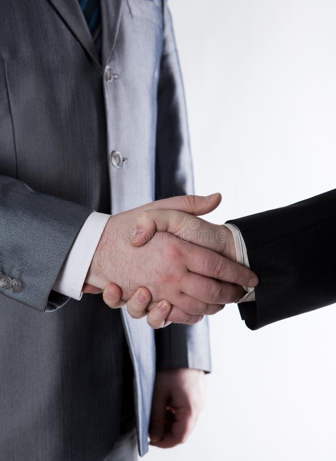 Signature de l'accord et d'une poignée de main image stock