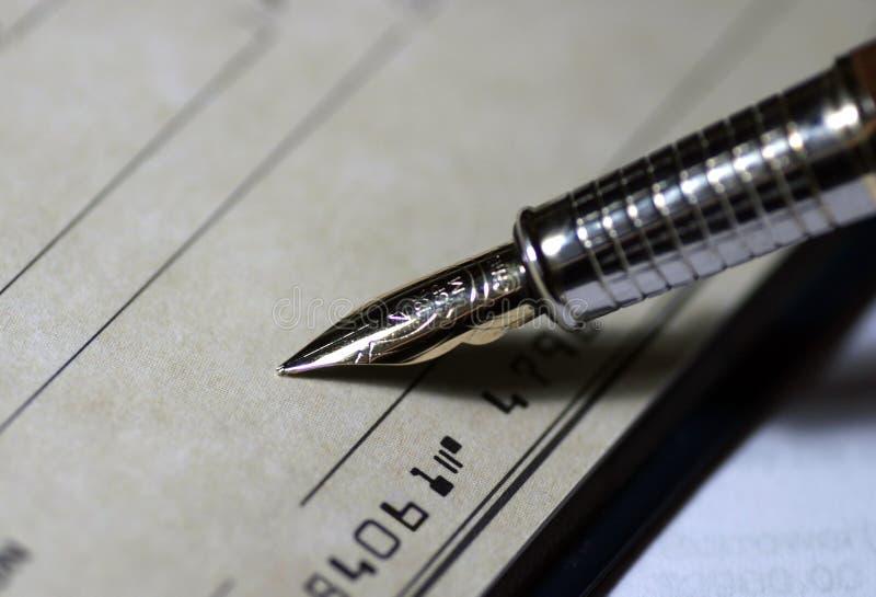 Signature du chèque photos stock