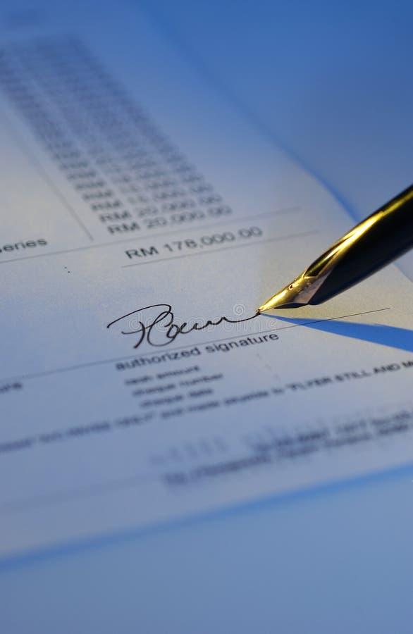 Signature et crayon lecteur photo libre de droits