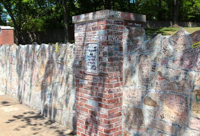 Signatures sur les portes de la maison de Graceland d'Elvis Presley photos libres de droits