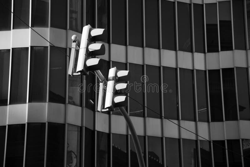 Signaux et la façade en verre photos libres de droits