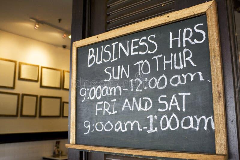 signboard för affärstimmar fotografering för bildbyråer