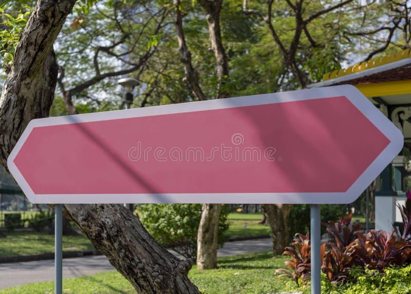 Signboard kolor plenerowy w miasto krajobrazie fotografia royalty free