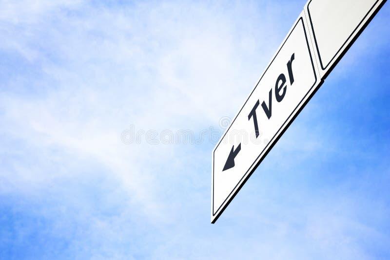 Signboard wskazuje w kierunku Tver obrazy stock