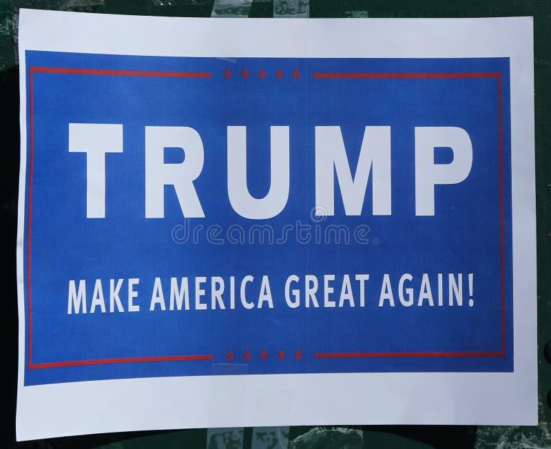 Signe à l'appui de candidat présidentiel Donald Trump sur l'affichage photo stock