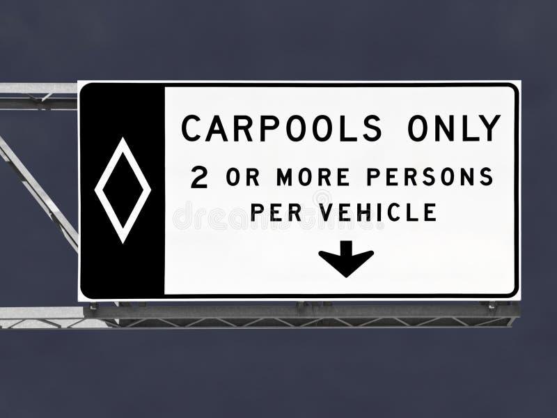 Signe aérien de Carpool d'autoroute seulement avec le ciel de tempête images libres de droits