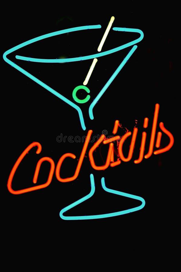 Signe au néon de cocktail photos stock