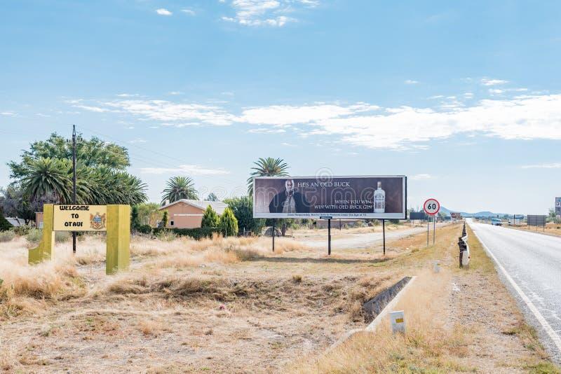 Signe bienvenu et panneau d'affichage avec B1-road passant par Otavi photo stock