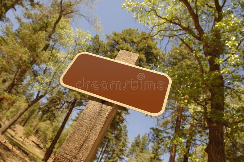 Signe blanc de forêt image stock