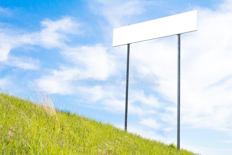 signe blanc de panneau photographie stock