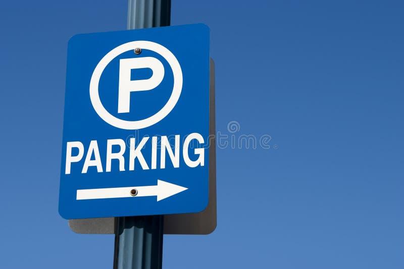 Signe bleu de stationnement photo stock