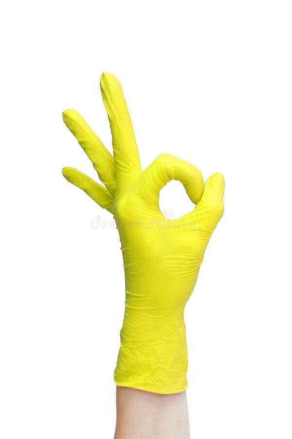 Signe correct fait de gants médicaux jaunes image stock