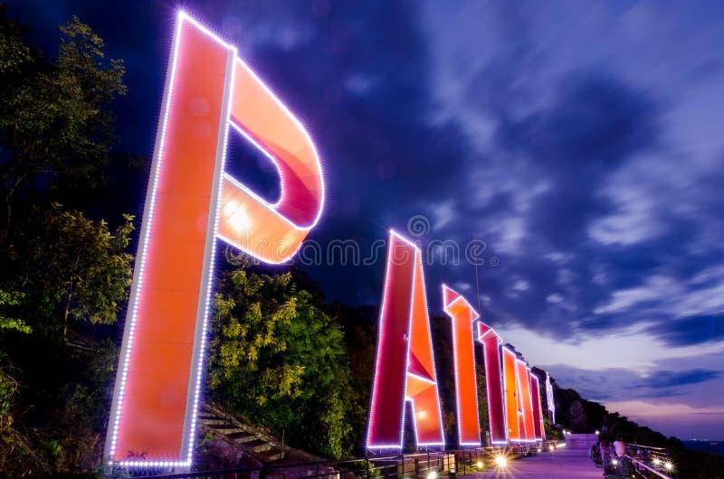 Signe d'éclairage de ville de PATTAYA photo libre de droits