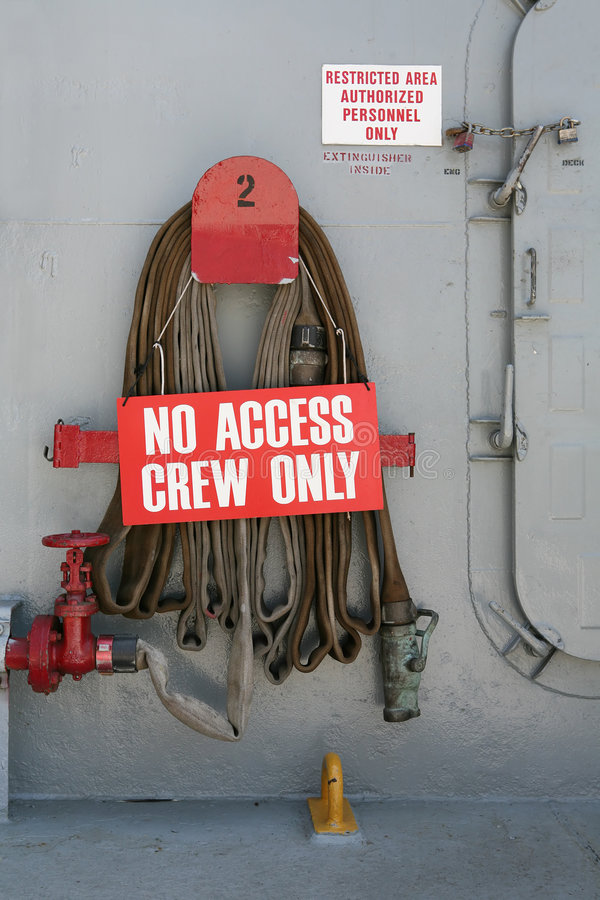 Signe d'équipage seulement photo stock