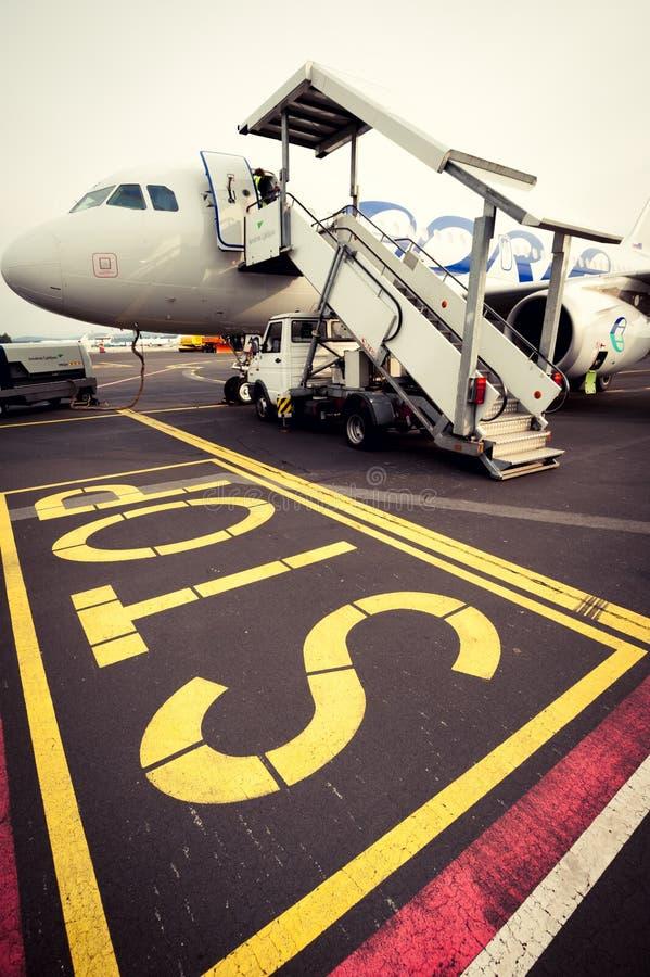 Signe d'Adria Airways et d'arrêt photo libre de droits