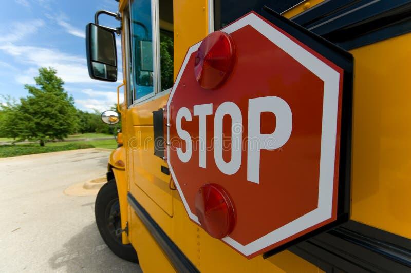 Signe d'arrêt d'autobus scolaire images libres de droits