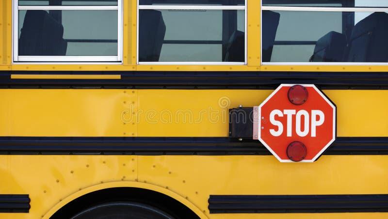 Signe d'arrêt d'autobus scolaire photographie stock libre de droits