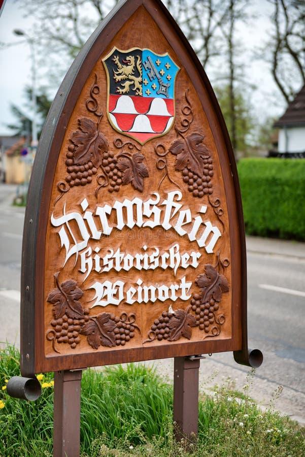 Signe d'endroit de nom de ville pour Dirmstein, Allemagne photographie stock