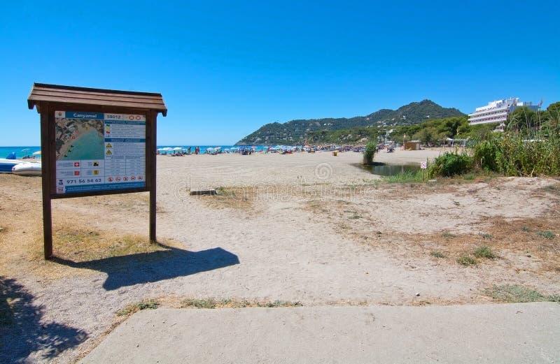Signe d'entrée à la plage de Canyamel image libre de droits