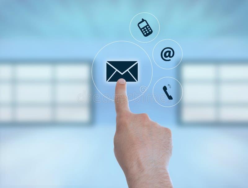 Signe d'enveloppe de pressing de personne comme email photographie stock